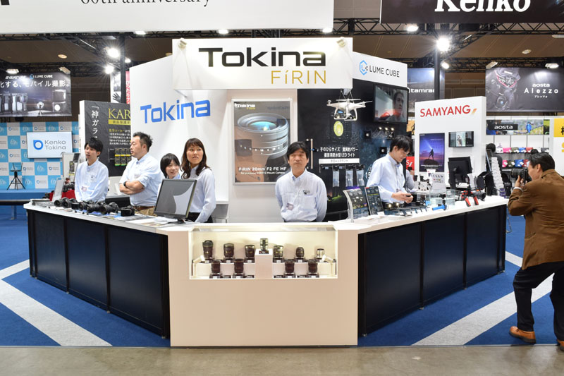 The central part of Kenko Tokina general zone booth was dedicated to the new premium Tokina lens series and its first model: the new Tokina FíRIN 20mm F2 FE MF.