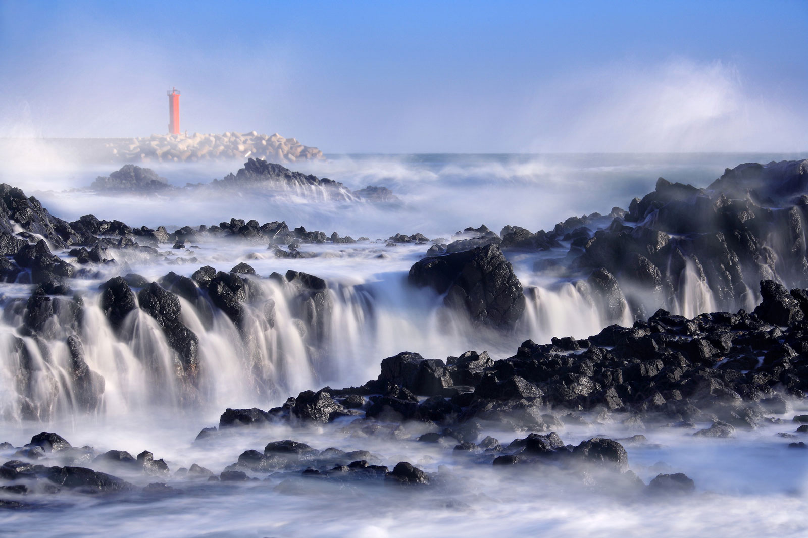 Title: Advancing waves | Photographer: Hyun-jin, Bae | ND400 filter, f/9, 2 sec, ISO100